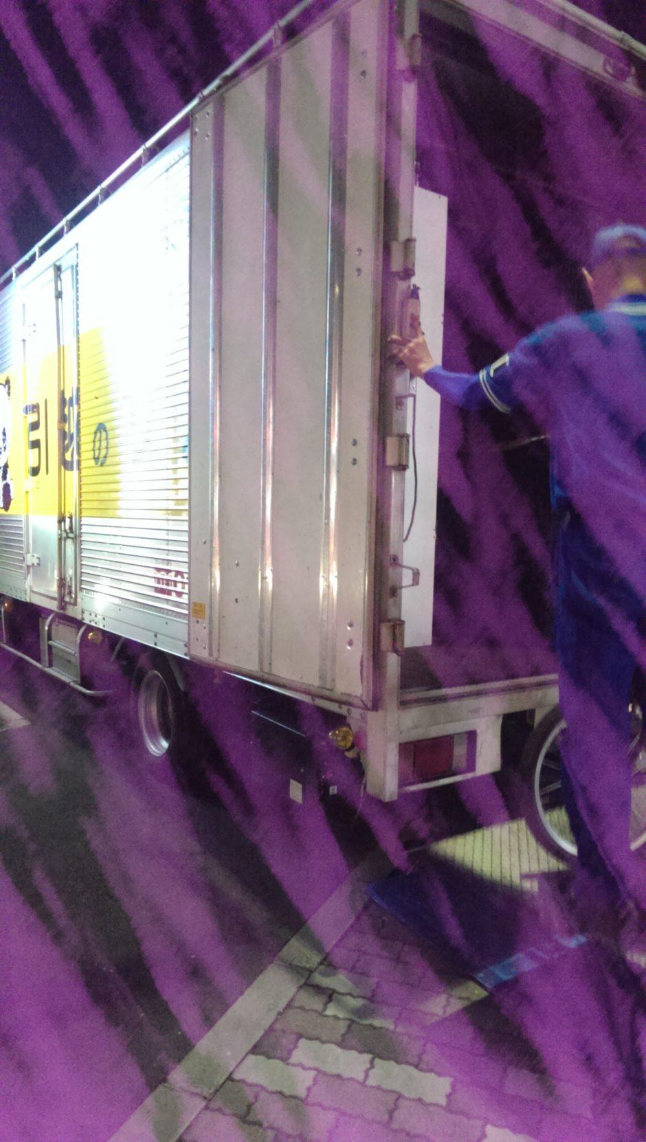 引越し業者のトラック