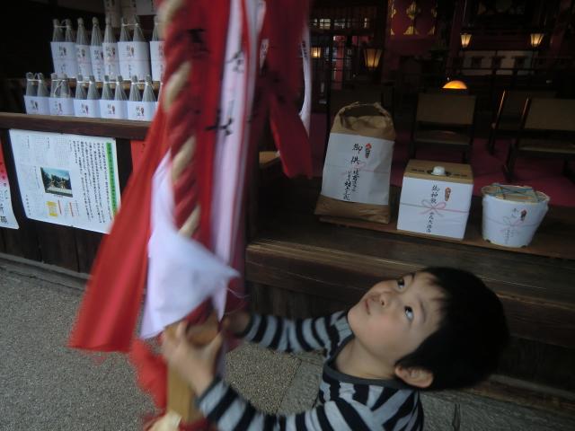 片埜神社のお参りと子供