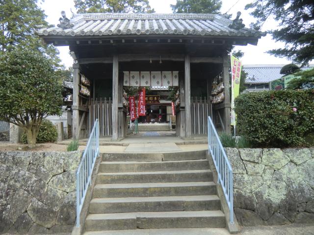 覚住寺の門