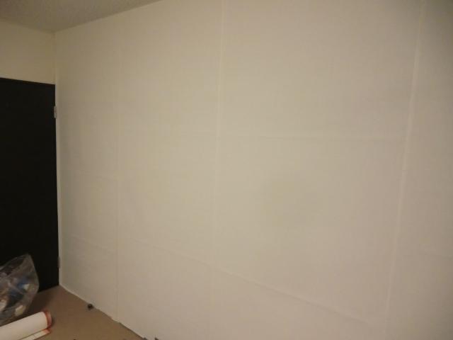 壁紙を貼り終えたところ