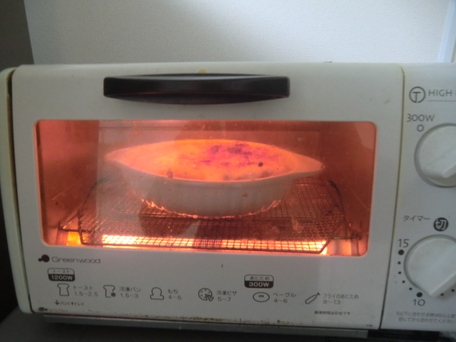 グラタンをトースターで焼いているところ
