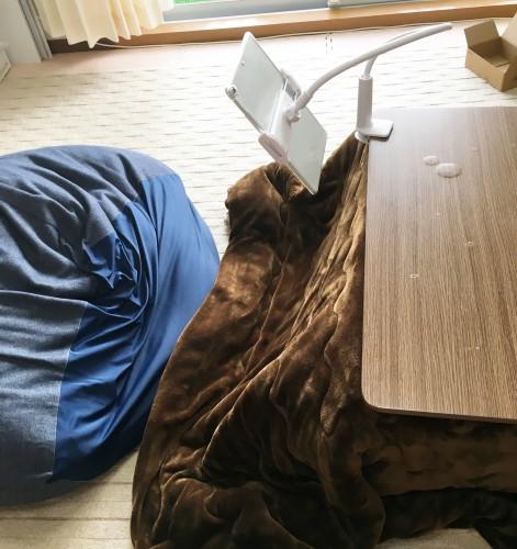 コタツに寝転びながら使えるipadスタンド