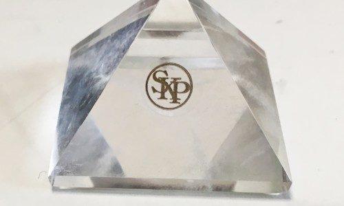 新しい【ピラミッド水晶】を買いました。